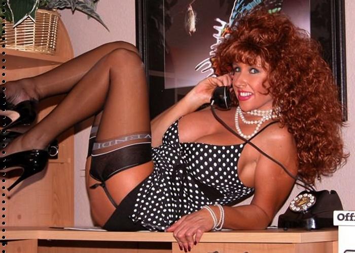 Geile Frau 40+ macht total versauten Telefonsex